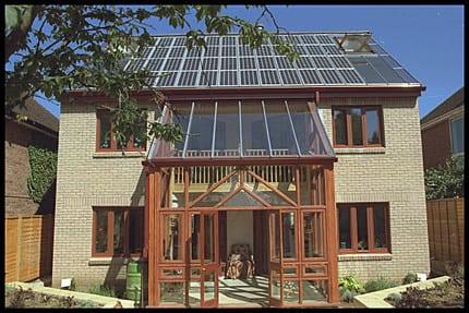 5 razones para instalar paneles solares en casa - Paneles solares para abastecer una casa ...