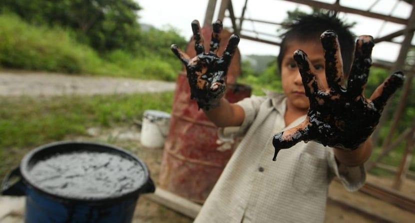 vertidos-petroleo-personas