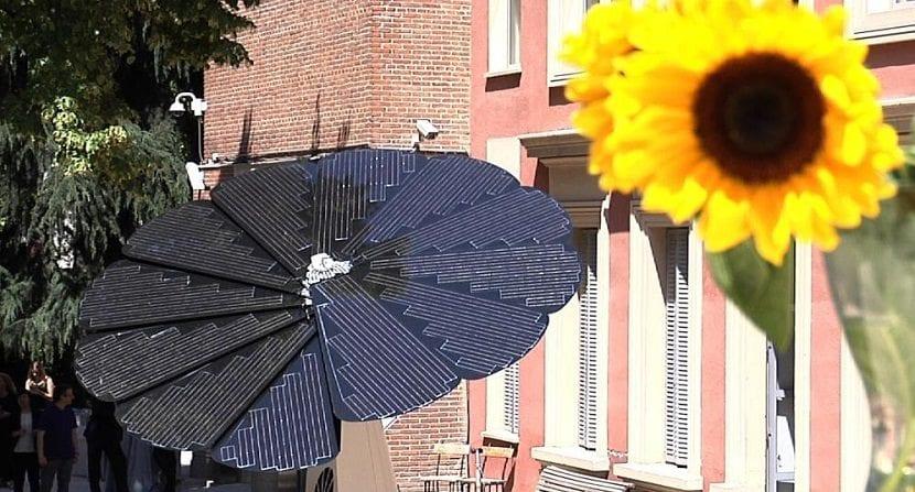 girasol inteligente que genera energía renovable solar