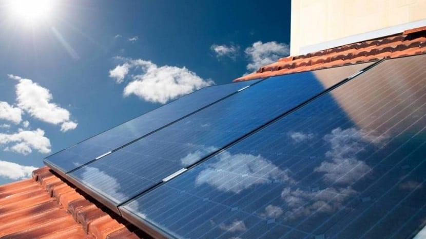 El impuesto al sol disminuye el autoconsumo en España