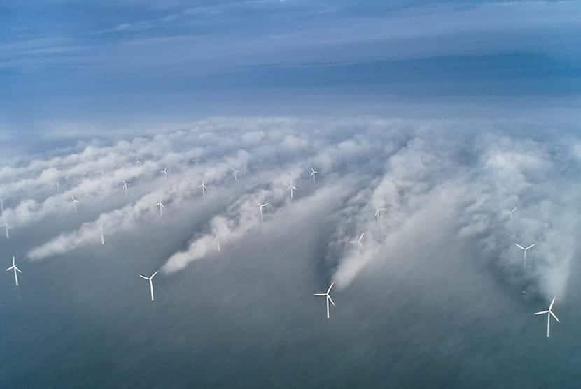 Se intenta frenar los efecto del huracan con aerogeneradores
