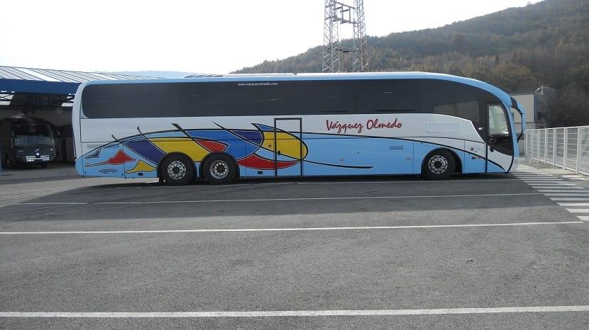 una empresa de autobuses emplea el agua de lluvia para lavar sus vehículos