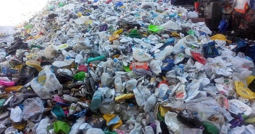 cada año se generan millones de toneladas de residuos plásticos