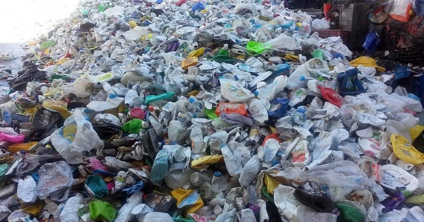 vertido de residuos en vertedero
