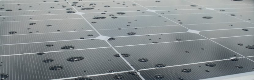 Placa solar funciona con lluvia