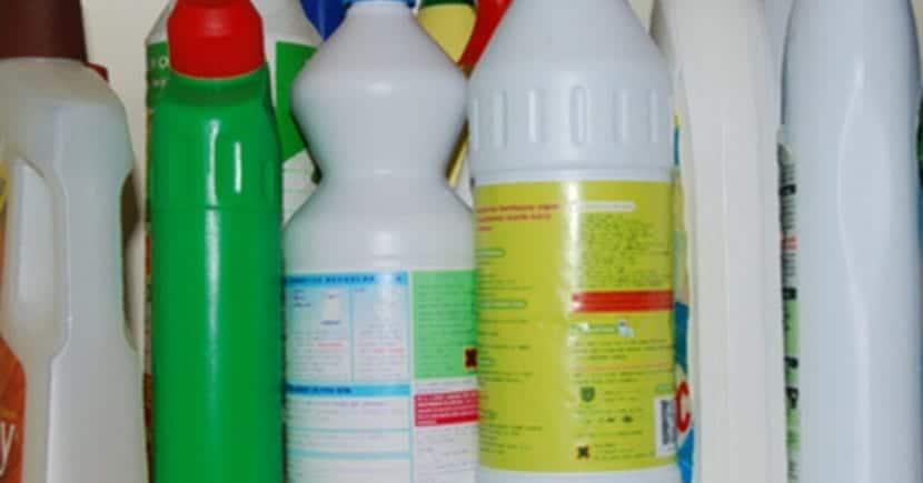 los detergentes fosfatados son aporte de utriente extra para las algas