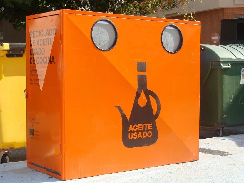 El aceite usado se recicla en estos contenedores