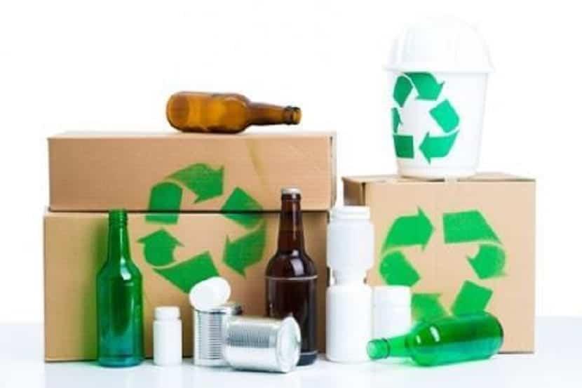 cajas para reciclar la basura y los residuos