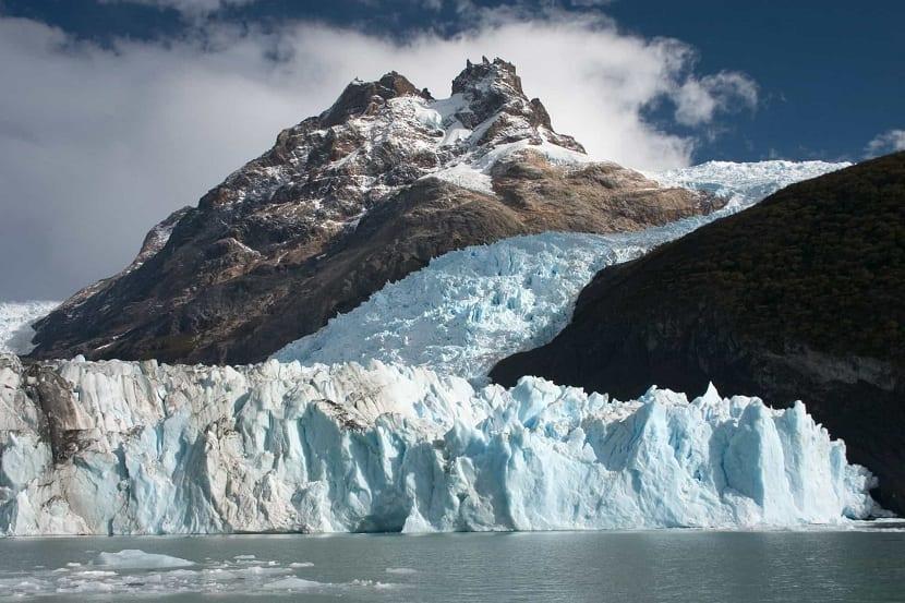 los glaciares tienen grandes cantidades de agua retenida