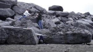 rocas gigantescas en la playa
