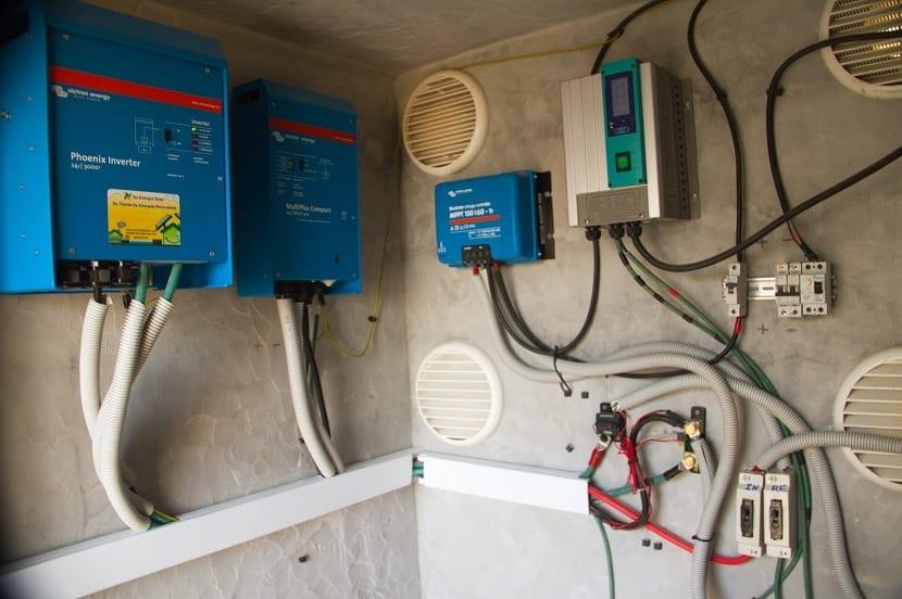 Distintos inversores de corriente de una instalacion solar