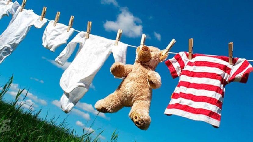 tender la ropa al sol