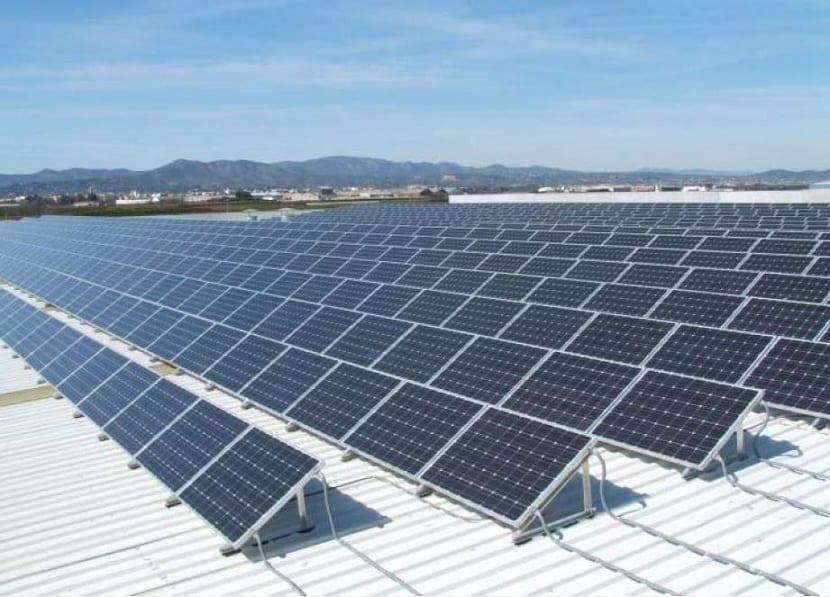 uso de paneles solares para producir energía