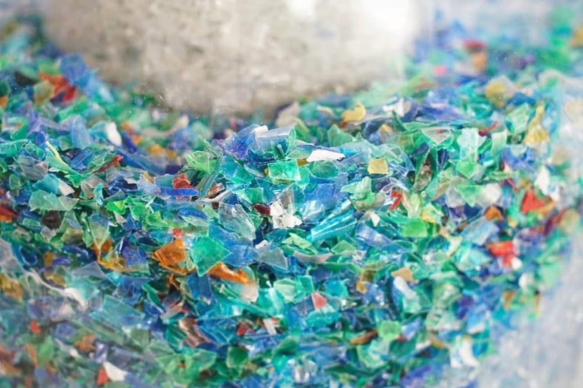 Existencia de pequeños trozos de plástico