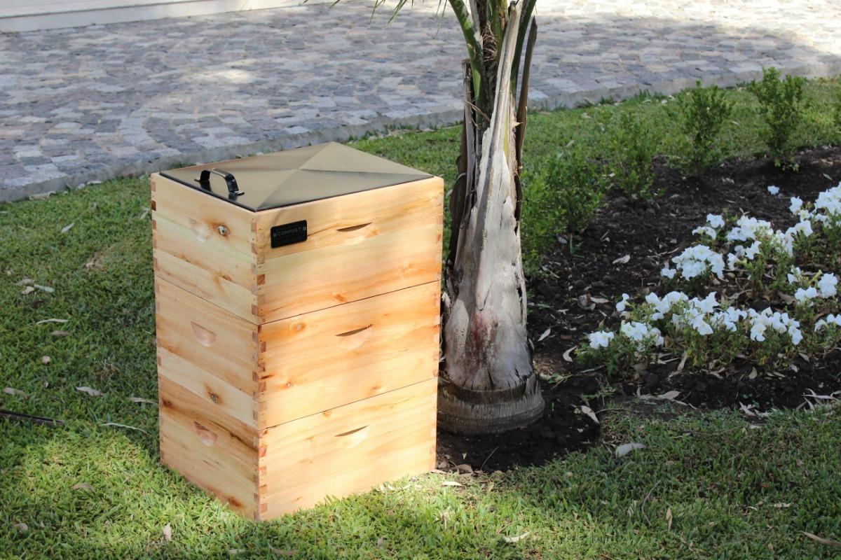 Compostera en el jardín