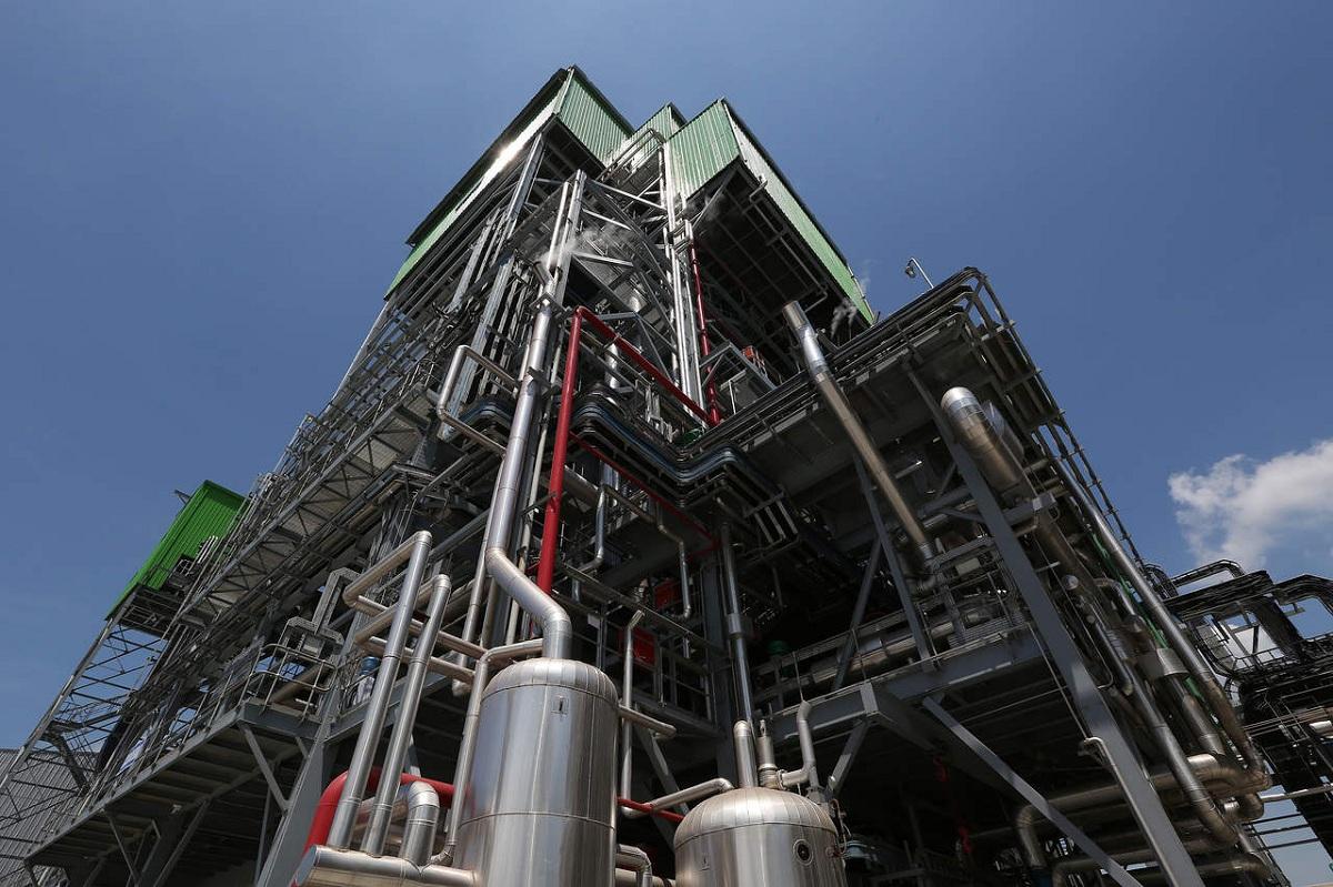 fabrica de derivados del petroleo