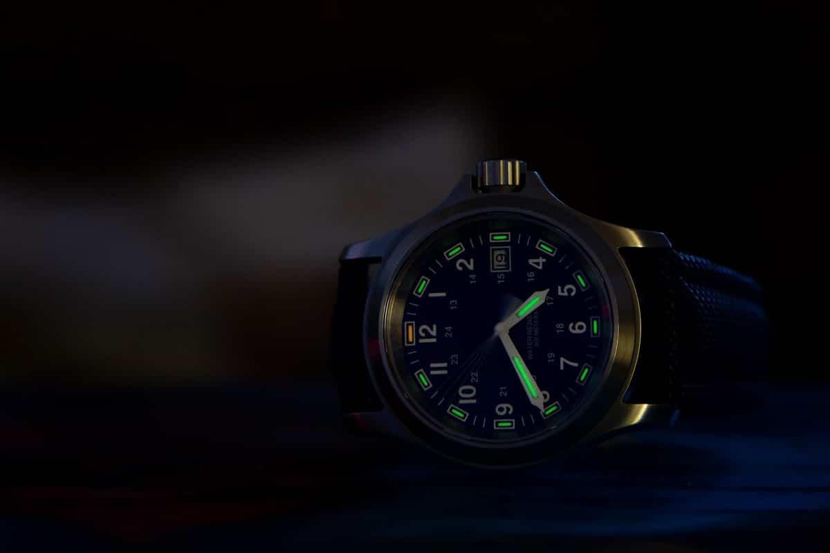 tritio en agujas de reloj